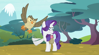 Owlowiscious distracting Rarity S4E23