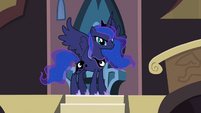 Princess Luna appears before Twilight S4E01