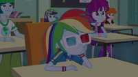 Rainbow Dash glances at the clock again EGDS22