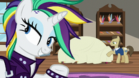 Rarity buys a new chaise from Davenport S7E19