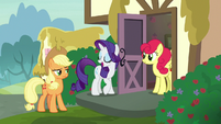 Rarity introduces Strawberry Sunrise to Applejack S7E9