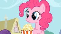 S01E04 Pinkie Pie je popcorn