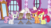 Sweetie Belle levitates music sheet to Scootaloo and Apple Bloom S6E4