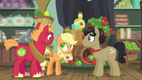Young Applejack makes her first scrunchy face S6E23