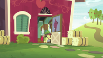 Apple Bloom leaving the house S9E10