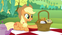 Applejack wants Maud to try out the muffins S4E18