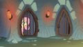Fluttershy in a dungeon S01E22.png