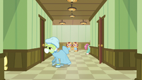 Granny Smith follows Applejack through hospital S6E23