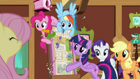 Main ponies staring at Fluttershy S7E5