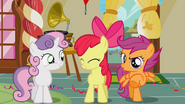 S01E12 Scootaloo i Sweetie bronią Apple Bloom