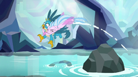 Silverstream drags Gallus into the water S8E22