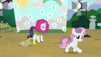Sweetie Belle runs away from Rarity S7E6