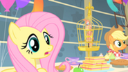 201px-Fluttershy worried about Philomena S01E22