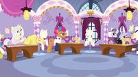Contest ponies in varying degrees of excitement S7E9