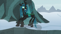 Queen Chrysalis picking herself up S9E8