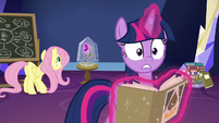 Twilight looking surprised at the CMC S9E22