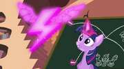 Twilight mostrando o simbolo dos Wonderbolts T4E21