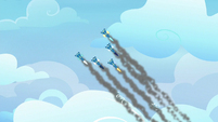Wonderbolts streak through the sky S8E20