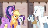 Applejack introduces herself to Double Diamond S5E1