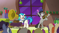 DJ Pon-3 and Octavia making old-timey music S6E8.png