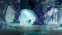 Gallus and Silverstream fly through the caves S8E22