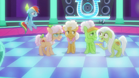 "Granny Smith ""Very Important Pony tickets"" S8E5"