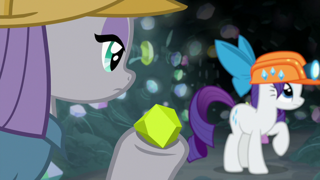 File:Maud quickly finds a chunk of chartreuse S7E4.png