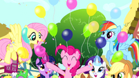 Pinkie Pie throwing balloons S4E12