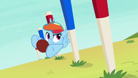 Rainbow swerving around obstacle pegs S6E18