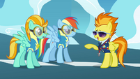 Spitfire points at Rainbow and Lightning S3E07
