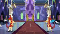 Super-tiny Discord enters the castle S6E17