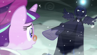 The Spirit of Hearth's Warming Yet to Come points at Snowfall S6E8