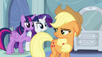 Twilight urging Applejack S5E5