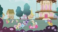 201px-S1E4 BG Ponies watch mayor