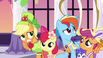Applejack and friends feeling awkward S5E7