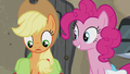 Applejack thoroughly confused S5E20.png