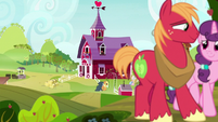 Big Mac and Sugar Belle walking together S7E19