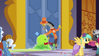 Discord pushes the Smooze toward the front door S5E7
