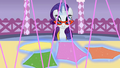 Rarity 'Making sure the clothes' correctly facing' S1E14.png