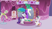 Rarity notice Sweetie Belle S2E23