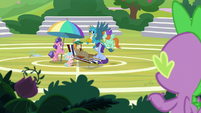 Spike watching Cranky Doodle's class S8E15