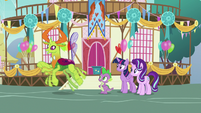 Thorax about to zoom off-screen S7E15