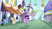 Twilight and Spike run across Canterlot S9E5
