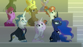 Audience ponies watch the sun rise S8E7.png