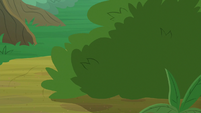 Bushes rustling with noise S8E23