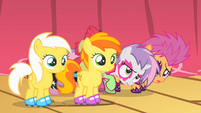 CMC hide behind Sunny Daze and Peachy Pie S1E18