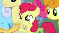 Grand Pear gives jam biscuit to Apple Bloom S7E13