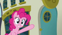 Pinkie Pie points to another restaurant S6E12