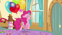 Pinkie trots toward the door S5E3