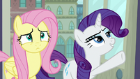 Rarity pointing at avant-garde section S8E4